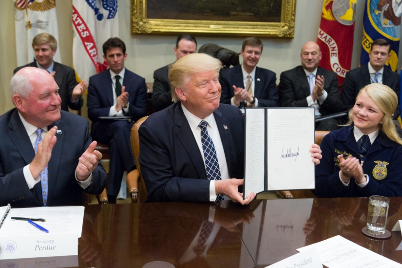 President Trump Signs Executive Order Promoting Agriculture and Rural Prosperity inAmerica